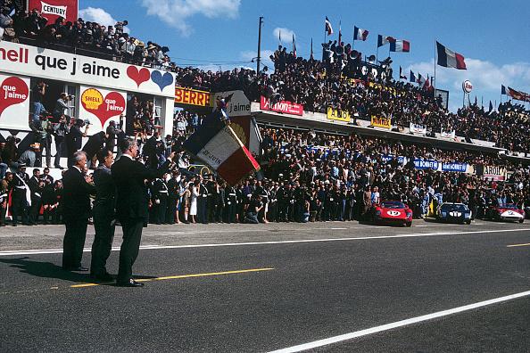Ford GT「John Surtees, Richie Ginter, Pedro Rodriguez Le Mans」:写真・画像(14)[壁紙.com]