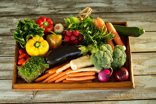 Spice「Wooden tray with different vegetables」:スマホ壁紙(6)