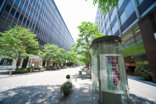 Japan「Treelined street in office district」:スマホ壁紙(8)