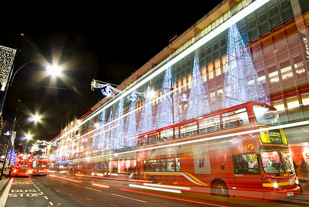 Oxford Street at Christmas, London.:スマホ壁紙(壁紙.com)