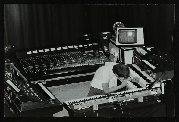 Musical instrument「German electronic musician Klaus Schulze at the Forum Theatre, Hatfield, Hertfordshire, 1983. Artist: Denis Williams」:写真・画像(12)[壁紙.com]