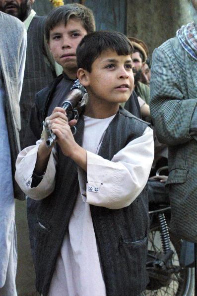 Boys「Afghan Northern Alliance Fighters Hold Ground」:写真・画像(0)[壁紙.com]