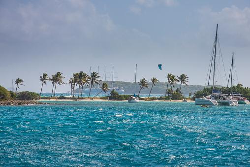 Grenadines「Sailboats anchored at Saline Bay against sky, Mayreau, Tobago Cays, Grenadines islands, St. Vincent and the Grenadines, Caribbean」:スマホ壁紙(11)