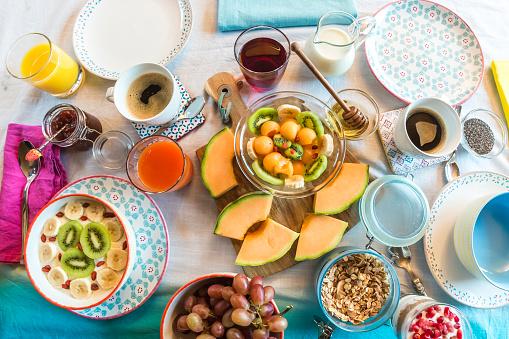 メロン「Laid breakfast table with muesli and fruits」:スマホ壁紙(14)
