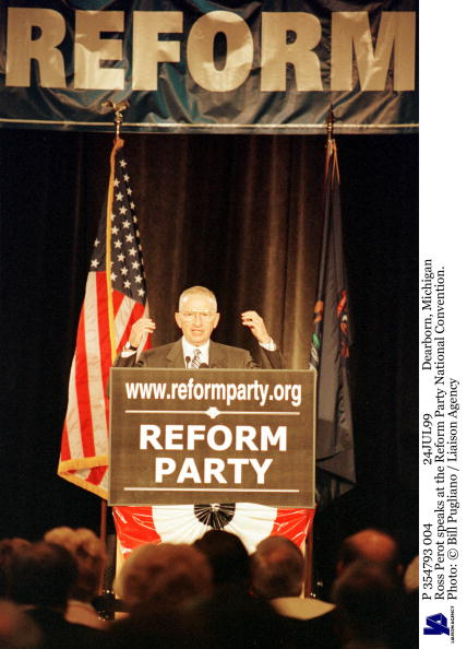 Bill Pugliano「Dearborn Michigan Ross Perot Speaks At The Reform Party National Convention P」:写真・画像(13)[壁紙.com]