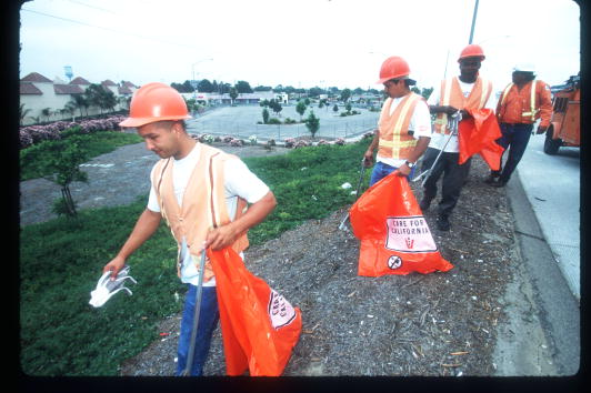 Healthcare Worker「Lawbreakers Perform Community Service」:写真・画像(9)[壁紙.com]