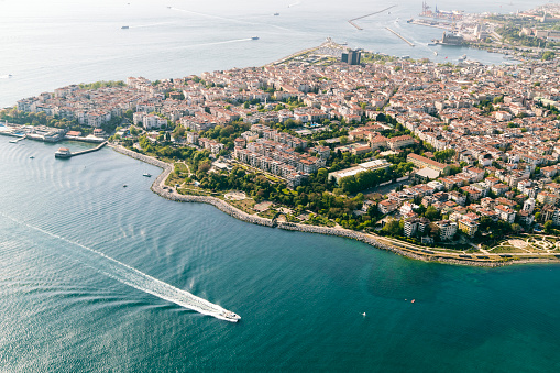Horned「Cityscape from helicopter, Istanbul, Turkey」:スマホ壁紙(3)