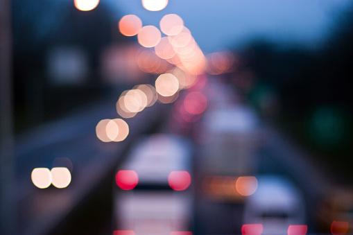 Rush Hour「Defocused traffic light at night」:スマホ壁紙(14)