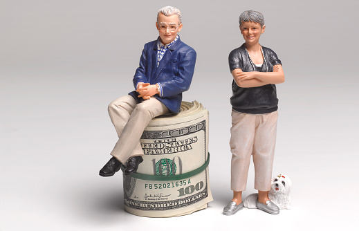 American One Hundred Dollar Bill「Retired couple with dollar bank notes」:スマホ壁紙(7)