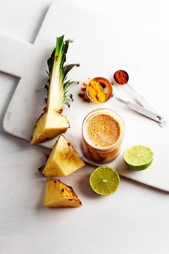 Vegetable Juice「Turmeric and pineapple Smoothies,Detox morning juice drink」:スマホ壁紙(3)