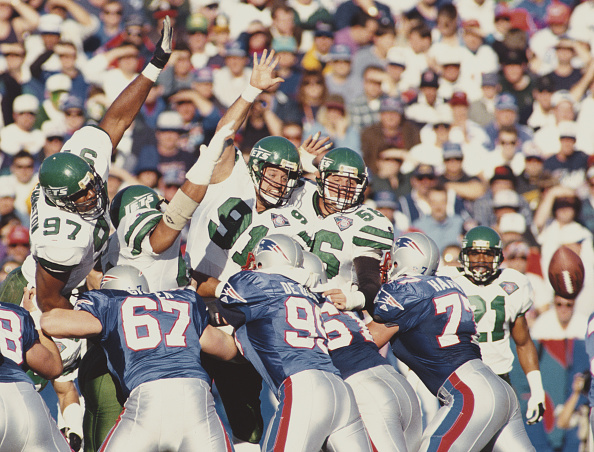 Defensive Lineman - American Football Player「New York Jets vs New England Patriots」:写真・画像(1)[壁紙.com]