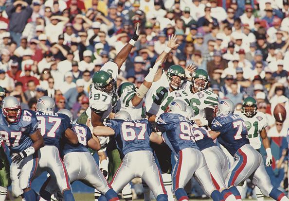Defensive Lineman - American Football Player「New York Jets vs New England Patriots」:写真・画像(2)[壁紙.com]