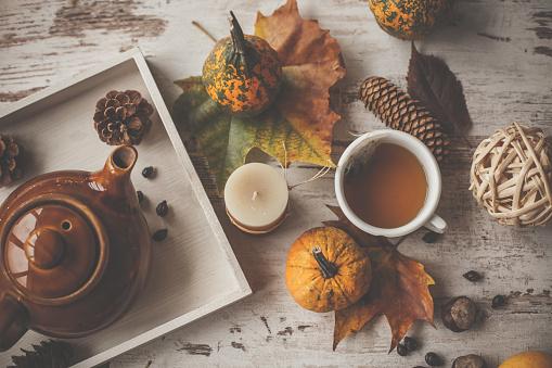 chestnut「Warm cup of tea with decoration around it」:スマホ壁紙(7)