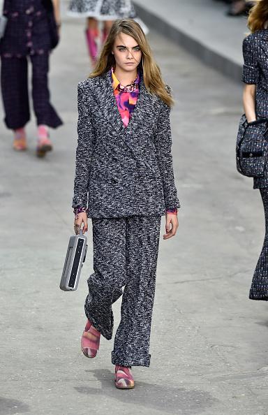 ランウェイ「Chanel : Runway - Paris Fashion Week Womenswear Spring/Summer 2015」:写真・画像(7)[壁紙.com]