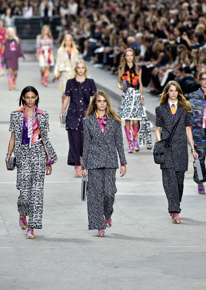 Pascal Le Segretain「Chanel : Runway - Paris Fashion Week Womenswear Spring/Summer 2015」:写真・画像(3)[壁紙.com]