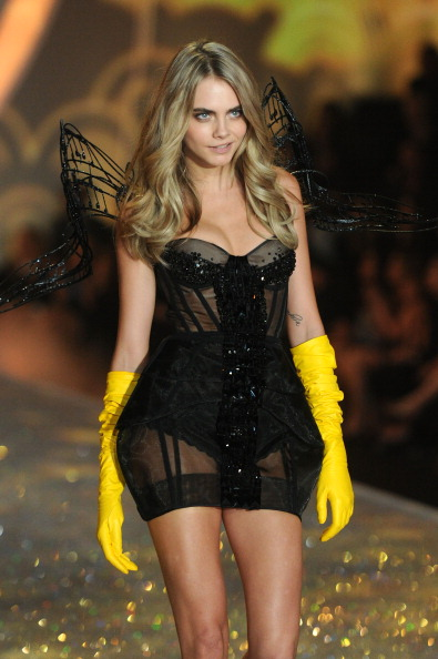 Three Quarter Length「2013 Victoria's Secret Fashion Show - Show」:写真・画像(4)[壁紙.com]