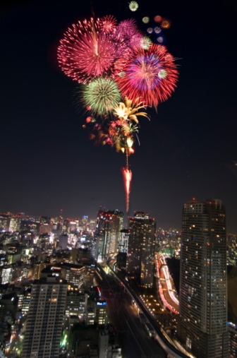 Shiodome「Fireworks and the night view of the Shiodome building group. Minato Ward, Tokyo Prefecture, Japan」:スマホ壁紙(16)