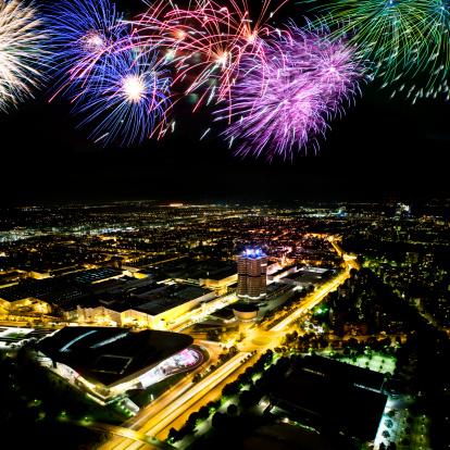 Munich「fireworks above cityscape」:スマホ壁紙(10)