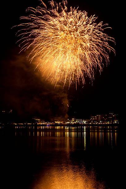 Fireworks at Waterfront:スマホ壁紙(壁紙.com)