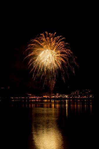 花火「Fireworks at Waterfront」:スマホ壁紙(14)