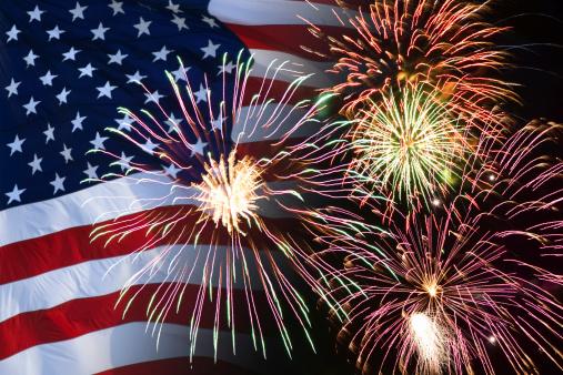 花火「Fireworks and American flag」:スマホ壁紙(3)