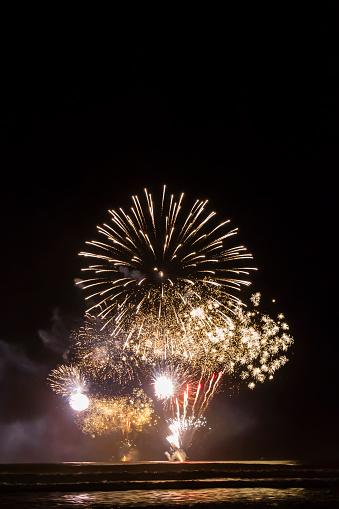Formal Reception「Fireworks at Surfers Paradise, Gold Coast, Australia」:スマホ壁紙(12)