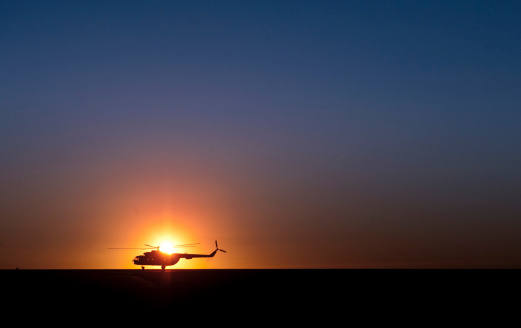 Propeller「A Sikorsky S-61L Mk II helicopter taxis on the runway during sunrise.」:スマホ壁紙(16)