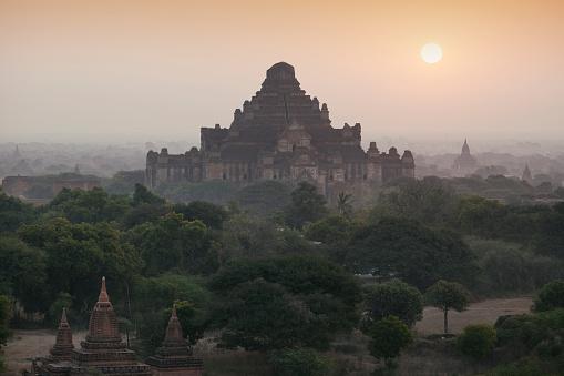 寺「Dhammayangyi 寺院の日の出」:スマホ壁紙(3)