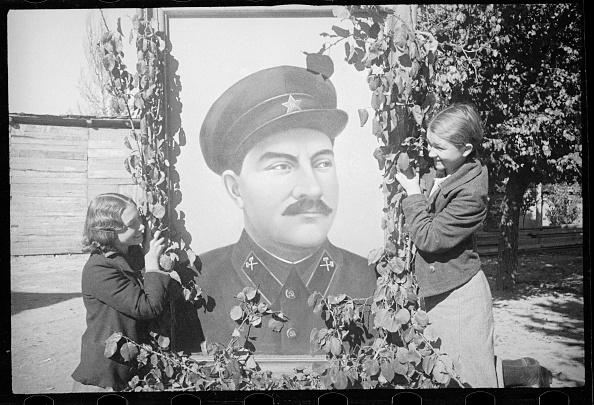Uzbekistan「At Lazar Kaganovich's Portrait」:写真・画像(16)[壁紙.com]