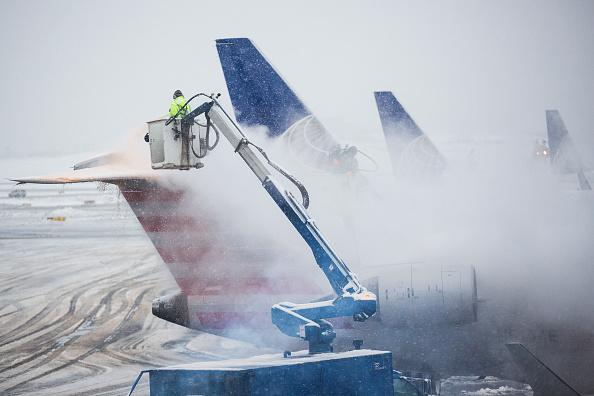 雪「Snow Storm Snarls Air Traffic From Chicago To East Coast」:写真・画像(10)[壁紙.com]
