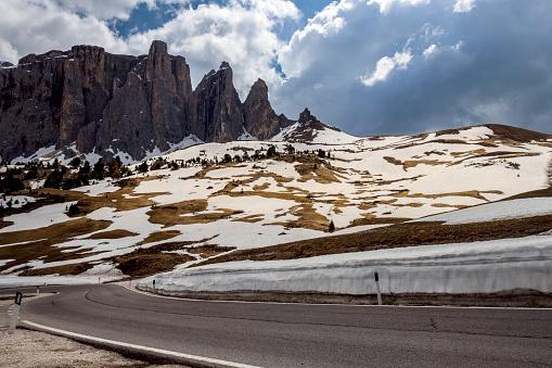 Val Gardena「Road to Pass Sella, Dolomites, Italy, European Alps」:スマホ壁紙(18)