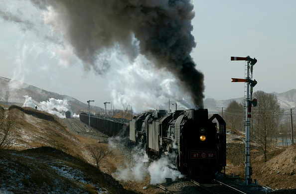 Recreational Pursuit「A short climb to the summit in the tunnel awaits the two QJ 2-10-2s caught here departing from Shangdian with an east bound freight.」:写真・画像(8)[壁紙.com]
