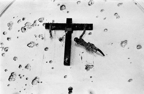 Crucifix「Religion & Violence」:写真・画像(2)[壁紙.com]