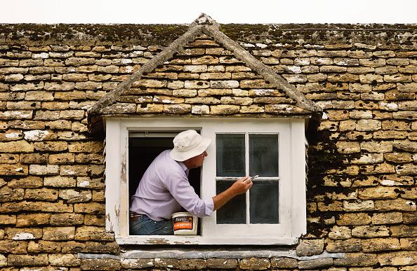 Paint「Painting the cottage dormer window, Gloucestershire, England」:写真・画像(15)[壁紙.com]