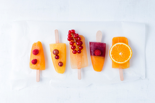 アイスクリーム「Fruits and different homemade ice lollies made of fruit juice and pulp」:スマホ壁紙(11)