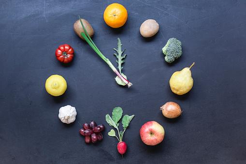 Arugula「Fruits and vegetables buliding clock on dark ground」:スマホ壁紙(15)