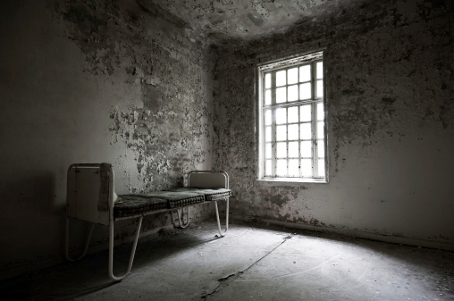 Horror「Abandoned hospital with a bed in the corner」:スマホ壁紙(17)
