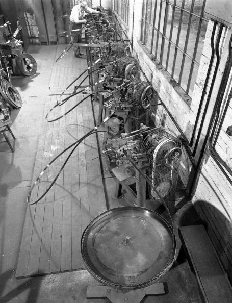 Sharpening「Continuous sharpening of longsaw blades, Slack Sellars & Co, Sheffield, South Yorkshire, 1963. Artist: Michael Walters」:写真・画像(15)[壁紙.com]
