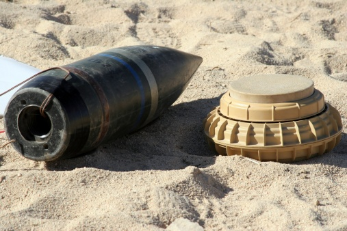 Explosive「A static display of a converted ordnance shell and a simple mine are used at teaching tools for Marines at the Camp Wilson IED lane.」:スマホ壁紙(8)