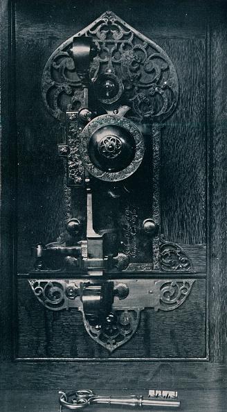 Portability「Oliver Cromwell'S Portable Steel Lock, C17Th Century, (1904).」:写真・画像(9)[壁紙.com]