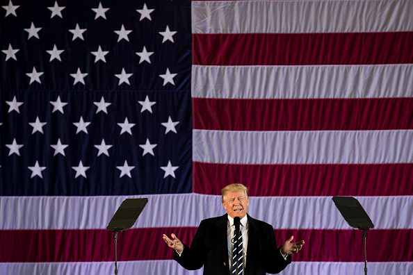 Drew Angerer「Donald Trump Attends Louisiana GOP Get-Out-The-Vote Rally In Baton Rouge」:写真・画像(9)[壁紙.com]