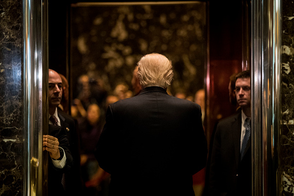 後ろ姿「Donald Trump Holds Meetings At Trump Tower」:写真・画像(3)[壁紙.com]