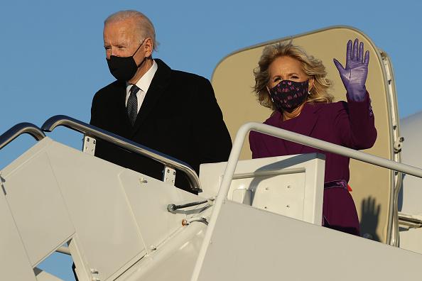 Airplane「President-Elect Joe Biden Travels To Washington, D.C. Day Ahead Of His Inauguration」:写真・画像(7)[壁紙.com]