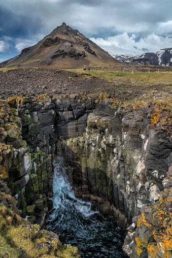 Arnarstapi「Rocky cliffs at Arnarstapi, Western Iceland」:スマホ壁紙(15)