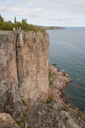 Great Lakes「Rocky Cliffs Along The North Shore Of Lake Superior」:スマホ壁紙(18)