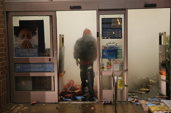 Stealing - Crime「Grand Jury Declines To Indict Officer In Ferguson Shooting Case」:写真・画像(18)[壁紙.com]