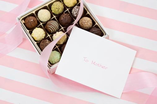 母の日「A gift of choclate truffles for Mother's Day.」:スマホ壁紙(16)
