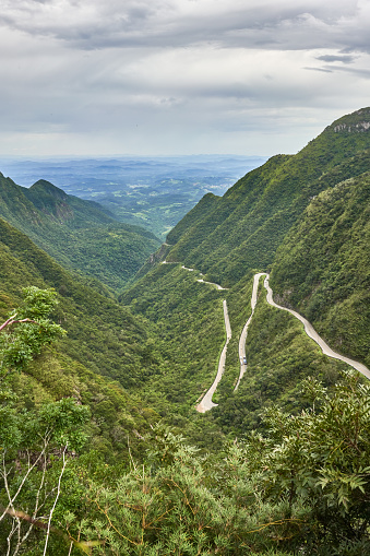 Hairpin Curve「The famous Serra Do Rio Do Rastro mountain range and the road SC-438 that cuts through it in Southern Brazil.」:スマホ壁紙(1)