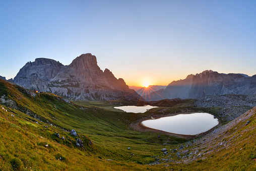 UNESCO「The famous Bödenseen lakes (Laghi dei Piani) and the mountain Innichriedlknoten near the Tre Cime di Lavaredo (Drei Zinnen) at sunrise. UNESCO World Heritage Site.」:スマホ壁紙(16)