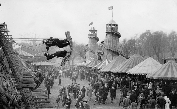 Amusement Park「The famous fair in Hampstead Heath, London, Photograph, England, Around 1930」:写真・画像(13)[壁紙.com]